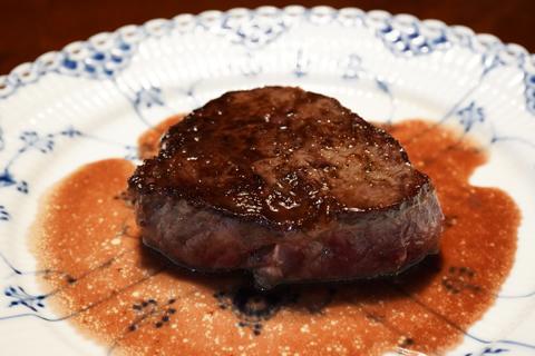 ビーフステーキ赤ワインソース